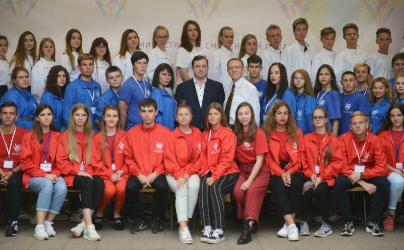 Губернатор Алексей Островский встретился с участниками II Межнациональных патриотических сборов молодежи «Кривичи»