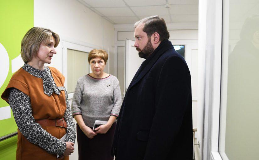 Губернатор Алексей Островский проинспектировал работу Геронтологического центра «Вишенки»