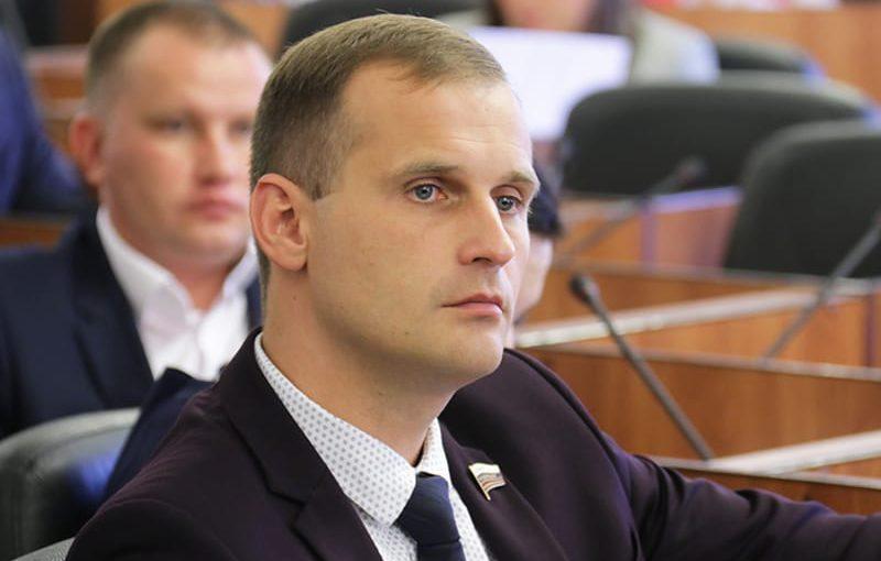 Сенатор Сергей Леонов против продажи зажигалок несовершеннолетним