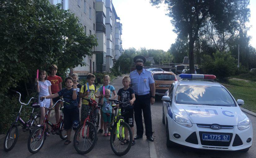 Сотрудники ГИБДД напомнили детям о правилах движения на велосипедах
