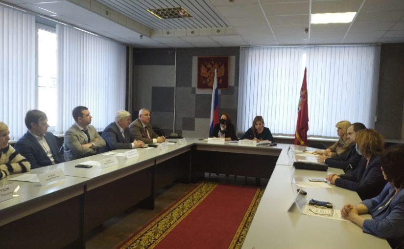 В Смоленске на базе областной Общественной палаты прошел круглый стол, за которым собрались члены Регионального общественного штаба по наблюдению за выборами -2021 и представители политических партий